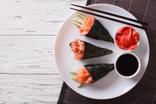 Zelf temaki sushi maken