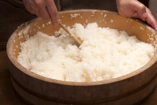Zelf sushi rijst maken