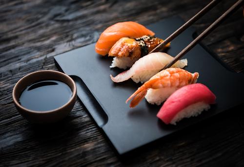 Zelfgemaakte sushi nigiri