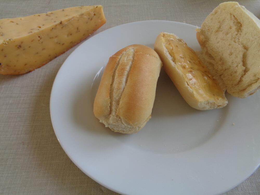 Gesmolten kaas op broodje
