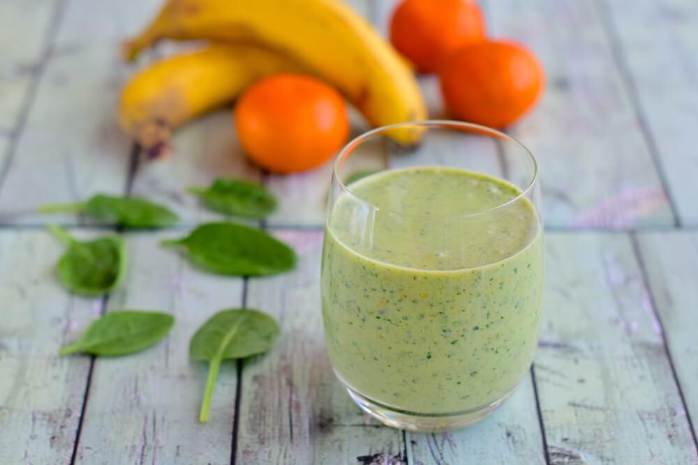 Smoothie met spinazie, banaan en mandarijn