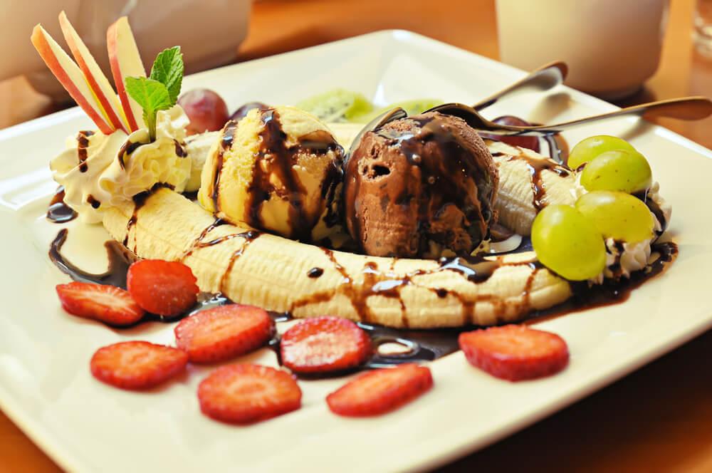 Banansplit met alcohol, een dessert met alcohol